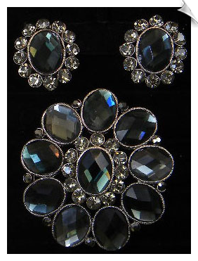 Clip On Earrings - Brooch Set